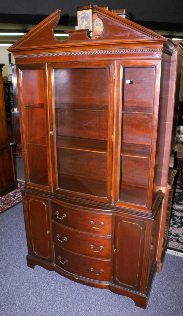 High Quality Mahogany China Cabinet · Antique Mahogany China Cabinet