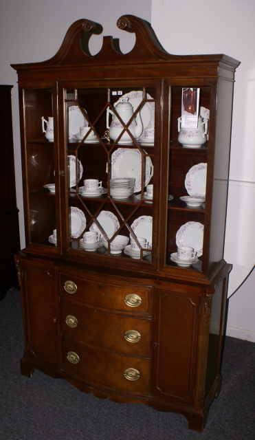 Charmant Mahogany Bow Front China Cabinet · Antique ...
