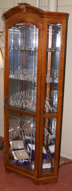 Lighted etched glass front corner curio cabinet / display cabinet