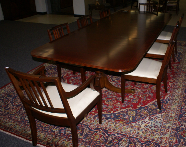 Superbe Mahogany Dining Room Table And Chairs ...