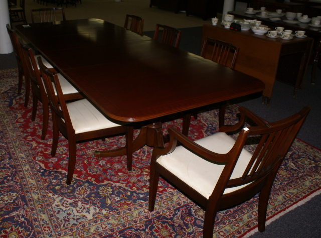 Ebert Furniture Company mahogany Duncan Phyfe dining room table – Mahogany Dining Room Chairs
